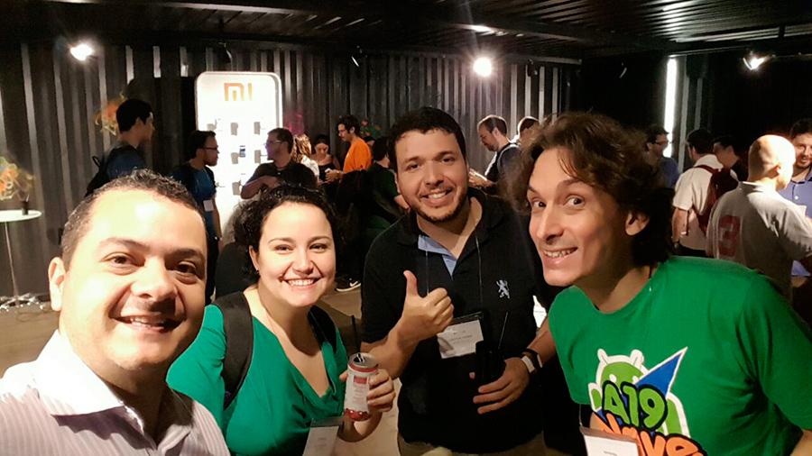 "Fábio (Brasiligeeks), Stella (Eu testei), ""Eu"" (Android4all) e Ralf Mamzkei (Navea19Android)"