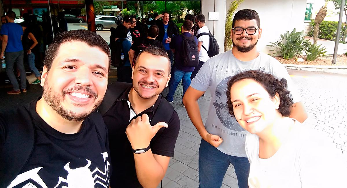 Eu acompanhado de Fábio (BrasiliGeeks), Rondinele (GeekAntenado) e Stella Dauer (Eu Testei!)
